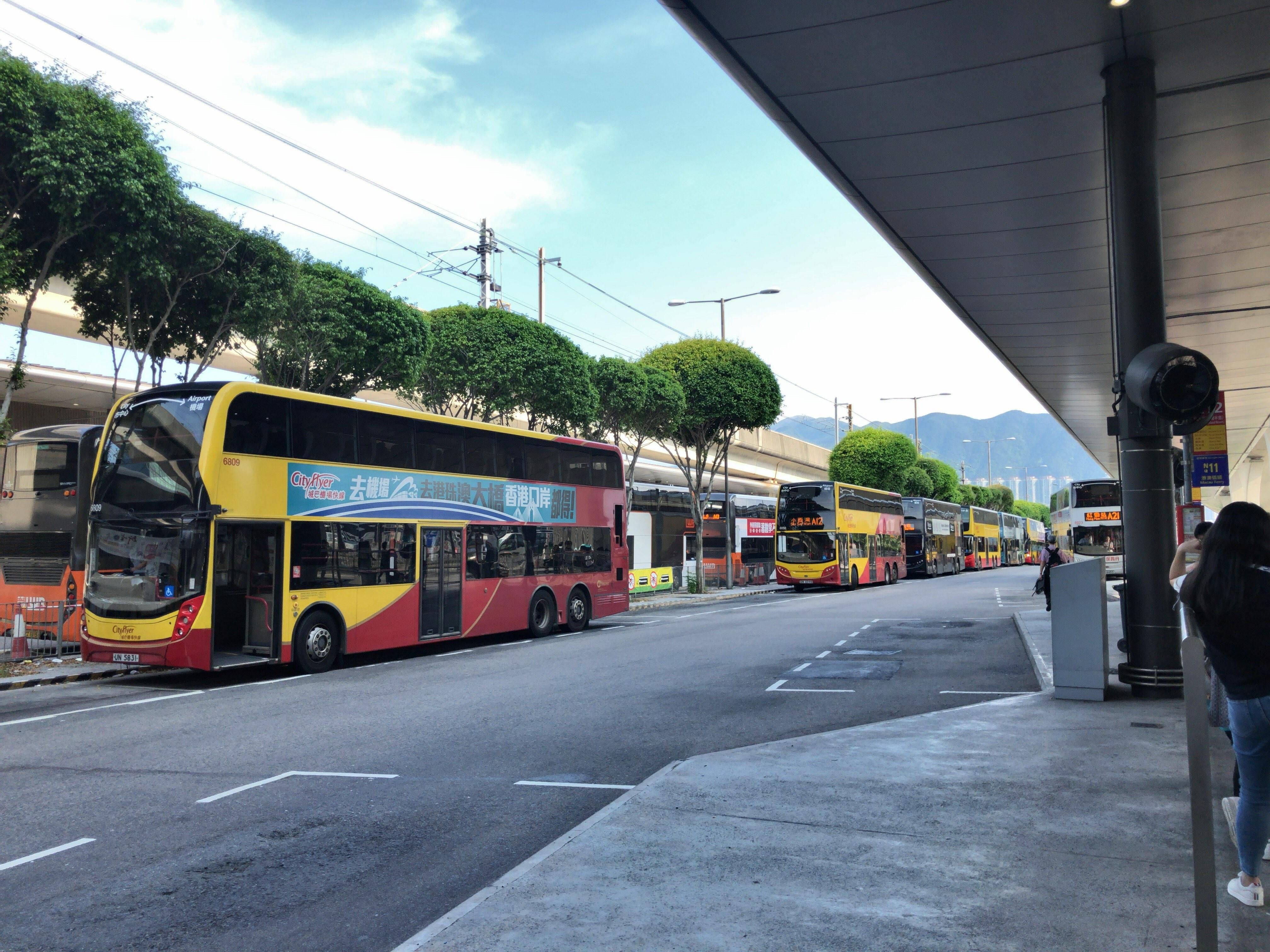 香港旅行2019(二階建てバスで市内へ)